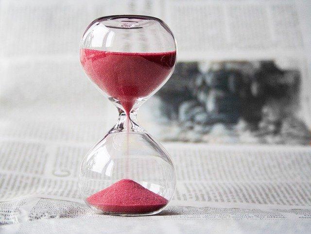 שעון חול בצבע אדום